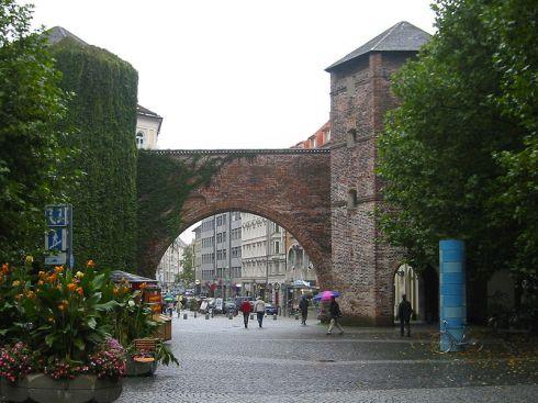 800px-Munich_-_Sendlinger_Tor_from_Sendlinger-Tor-Platz